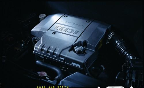 三菱 パジェロイオ 2.0 GDIエンジン