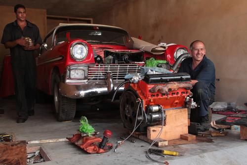 キューバ クラシックカー メンテナンス