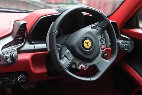 フェラーリ 458 イタリア ステアリング