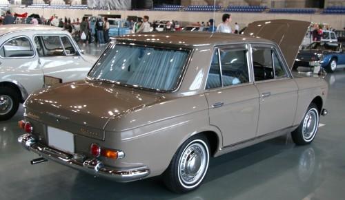 日産 ブルーバード 2代目 410型 リアスタイル