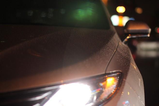 車 ヘッドライト