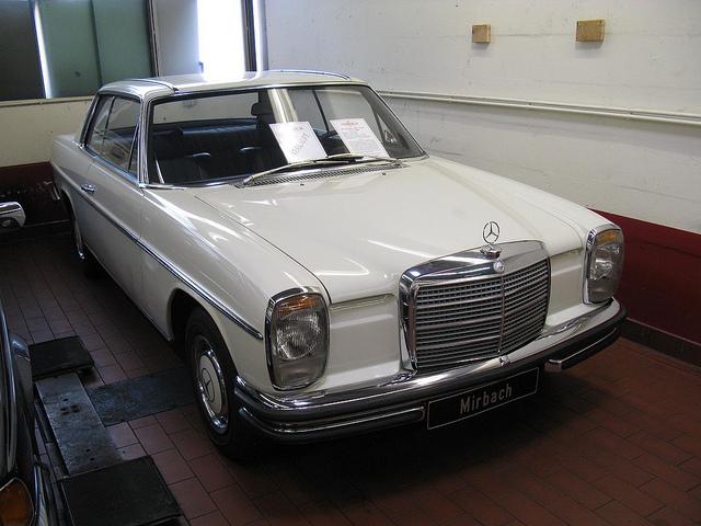メルセデス W114 外観
