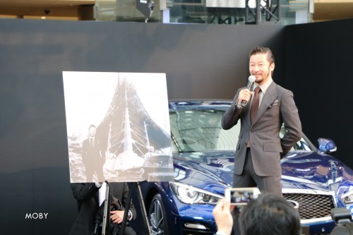「SKYLINE TIMELINE」発表会に登壇する浅野忠信