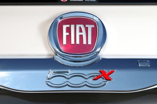 フィアット 500X 外装 ロゴ