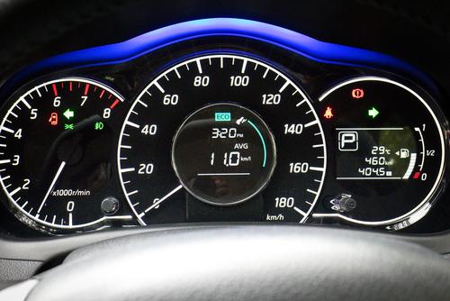 スピードメーター タコメーター 瞬間燃費計