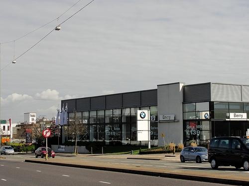 BMW ディーラー