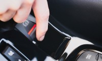 電動パーキングブレーキとは?メリット&デメリットから仕組みや搭載車種についても