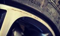 【簡単DIY】ホイールのガリ傷の修理&リペアの方法4ステップ|業者料金と比較