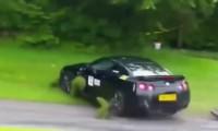 【脅威の1300万再生】あわや大事故!日産GT-Rの事故&スリップの映像を詰め合わせ動画!