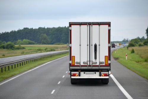 大型トラック 道路