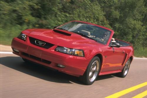 01年型フォード・マスタングGTコンバーチブル