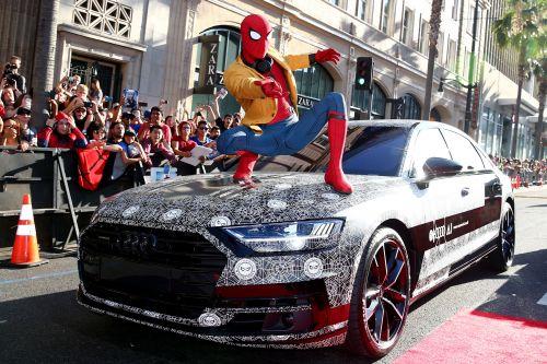 新型アウディA8 スパイダーマン