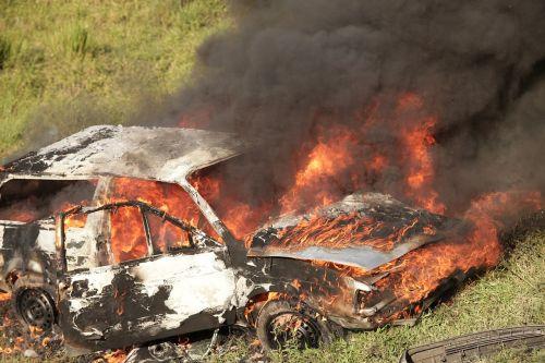 車 事故 火災