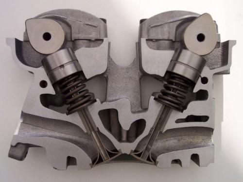 DOHC エンジンヘッド 断面