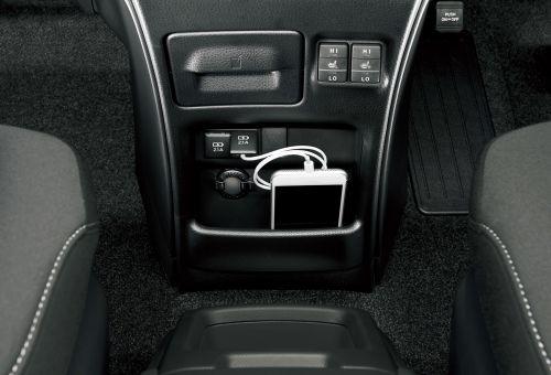 新型ノア ヴォクシー エスクァイア アクセサリーソケット (DC12V・120W)+充電用USB端子2個