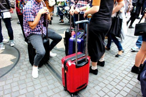 若者 旅行 合宿 合宿免許 スーツケース