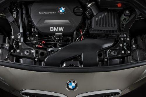 BMW 218d エンジン