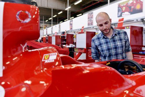 フェラーリ 工場 イタリア