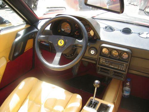 フェラーリ 328GTS 内装 1985年