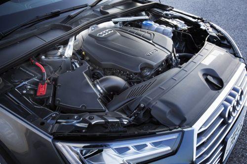 アウディ A4 エンジン 2016年