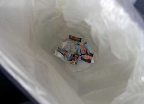 運転免許証 証明写真 ゴミ箱に散った青春