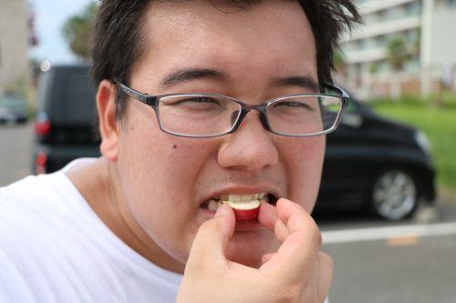さつまいもを食らう章太郎