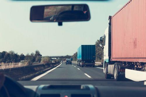 ハイウェイ トラック イメージ画像