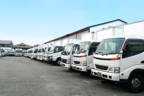 運送会社 準中型自動車 トラック
