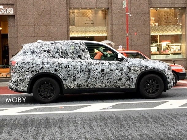 BMW X5と思われるテスト車両