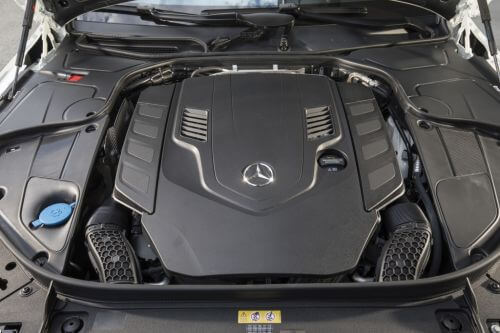 メルセデスベンツ S560 エンジンルーム 2017