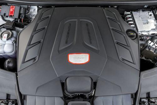 ポルシェ 新型 カイエンターボ V型8気筒エンジン 2017