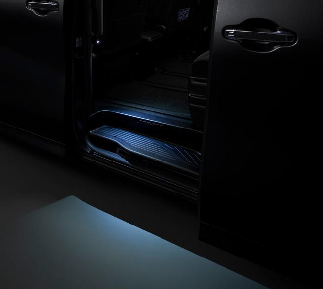 新型 ヴェルファイア モデリスタ LEDスマートフットライト