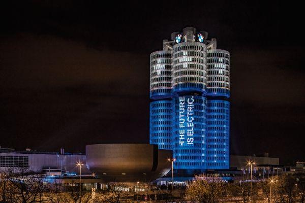 BMW本社 フォー・シリンダー・ビル