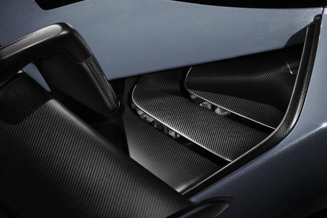 新型マクラーレン・セナのエンジンフードのルーバー