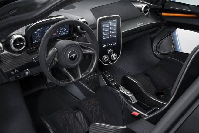 新型マクラーレン・セナの内装 折りたたみ式メーターディスプレイを採用