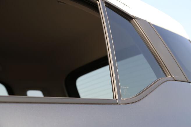 スズキ新型クロスビー ウィンドウ 後部座席