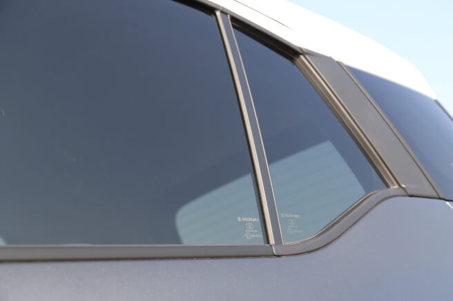 スズキ新型クロスビー ウィンドウ 後部座席2