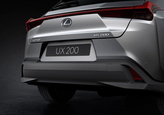 レクサス UX200