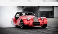 【モーガン】木製フレームを採用するイギリスの名車の歴史と現行モデルまとめ