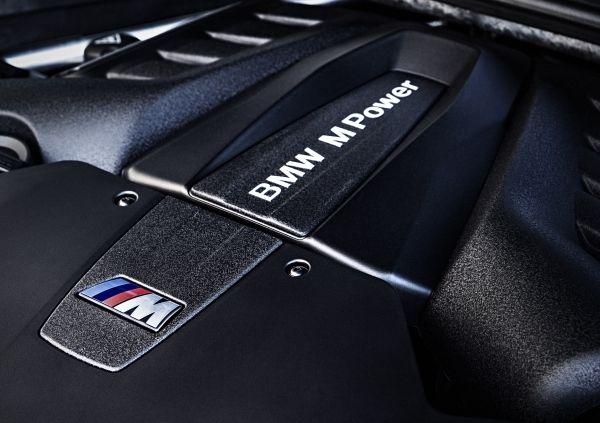 BMW X6M エンジン