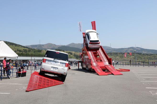 カースタント 三菱自動車