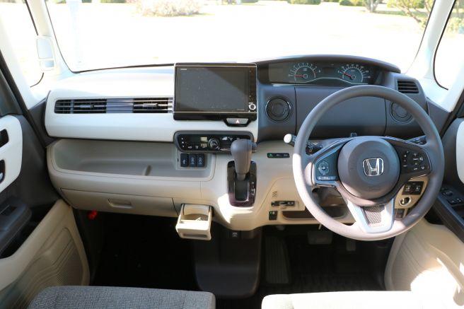 ホンダ 新型N-BOXの運転席回り