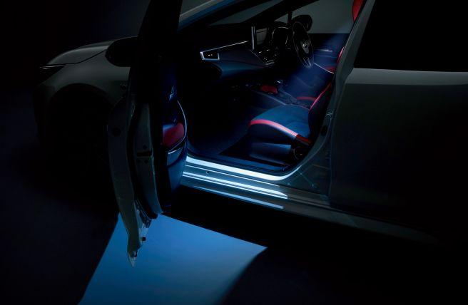 新型カローラスポーツ モデリスタ LEDスマートフットライト