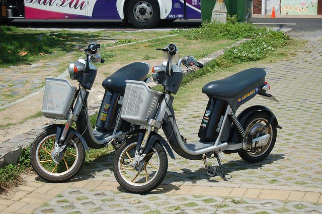 折りたたみ 電動 バイク