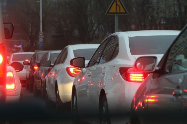 並ぶ車 渋滞