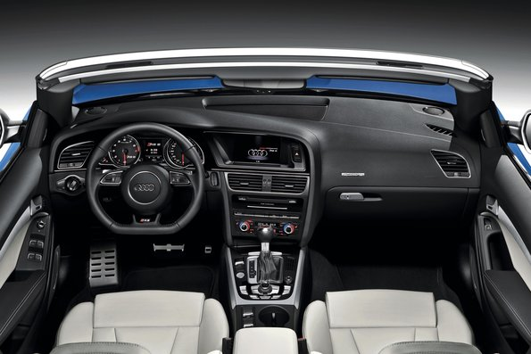 アウディ RS5 カブリオレ 内装 2015