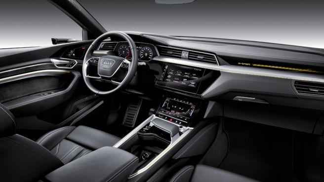 アウディ e-tron SUV 2018
