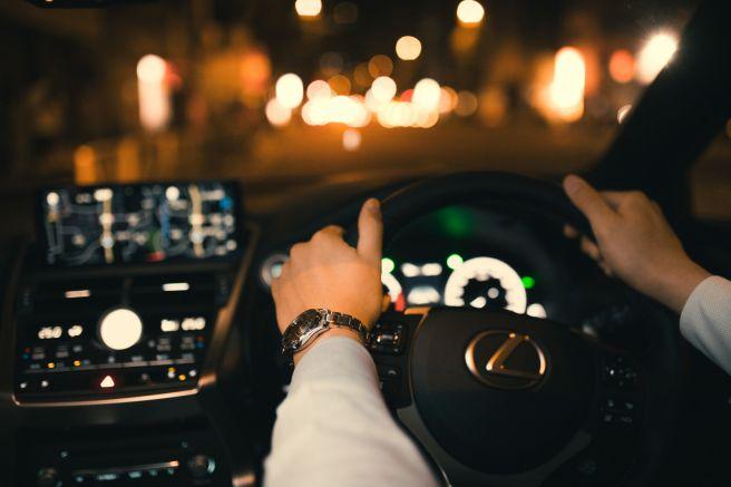 自動車 ハンドル ステアリング 運転