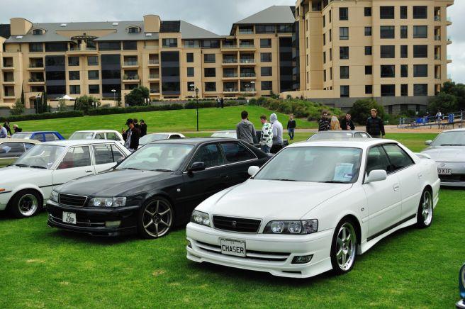 白と黒 車