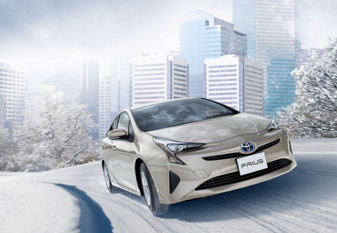 雪道を走る「トヨタ プリウス 2015年モデル」